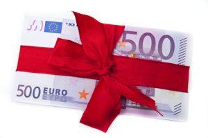 """Für den Monat August konnte nun der Sieger prämiert werden und der """"Evang.-Lutherische Kirchengemeinde Zirndorf"""" freut sich über 500 Euro extra!"""