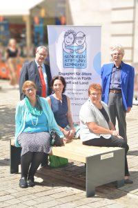 Seniorenstiftung Kemmeter: Neue Sitzbank für Senioren in der Fürther Fußgängerzone