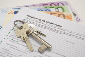 Mit der richtigen Immobilie werden Sie ganz leicht zum Vermieter. Doch ist das erstmal geschafft, gibt es einige Punkte, die Sie als Vermieter beachten müssen. Wir erklären Ihnen, welche dies sind.
