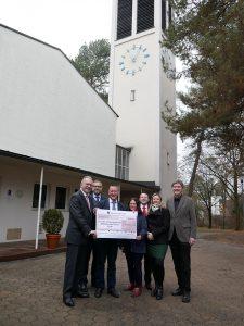 Mit einer Spende über 5.000 Euro unterstützt die Sparkasse Fürth die evangelische Kirchengemeinde Wilhelm Löhe bei ihrer wichtigen Arbeit.