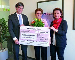 PS-Sparen und Gewinnen: Rentnerin aus Burgfarrnbach freut sich über 10.000 Euro