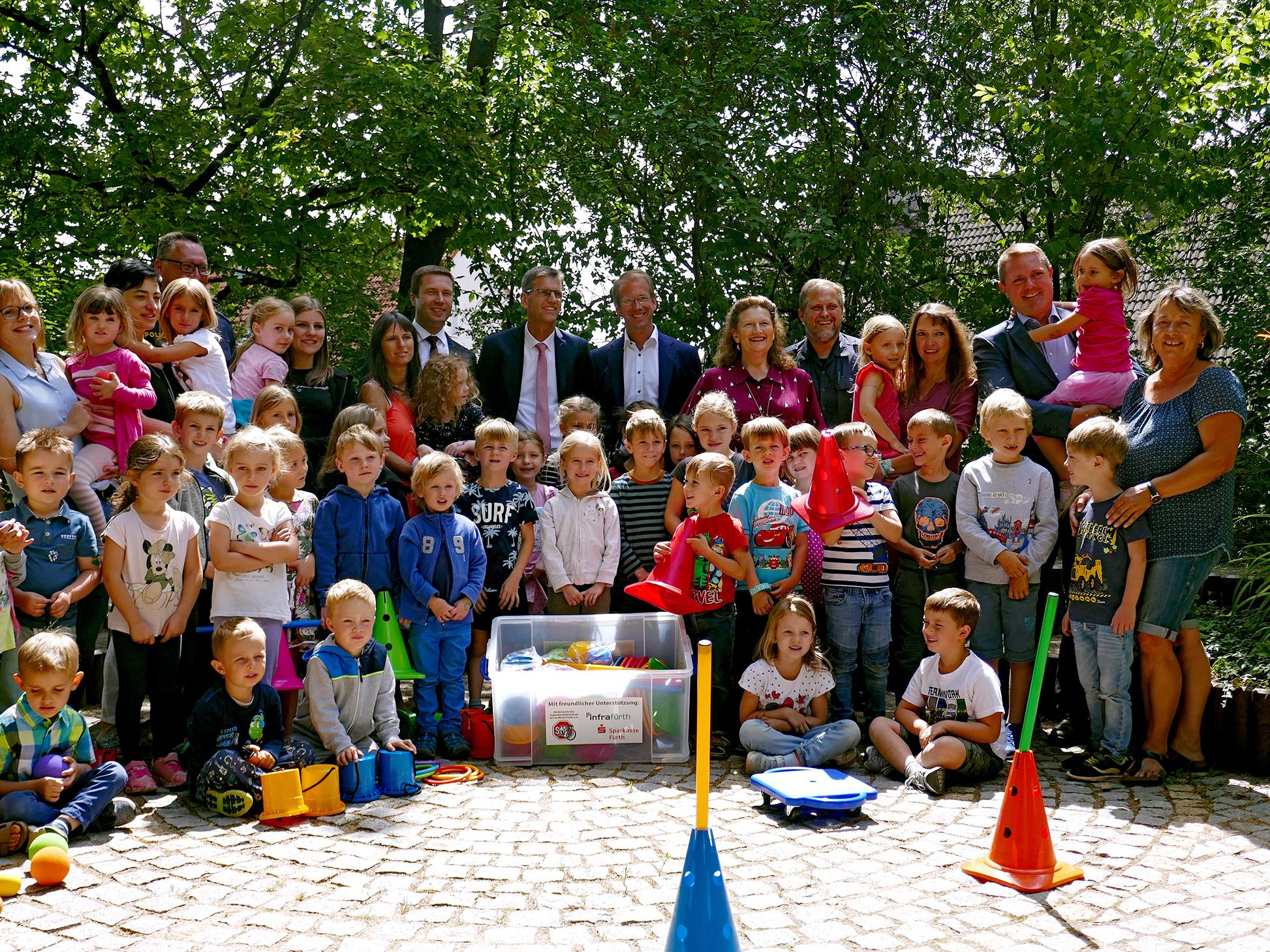 """Um die wichtigsten Grundlagen vermitteln zu können, will der Förderverein mit sogenannten """"Mobilitätskisten"""" den Kindergärten im Landkreis Fürth die entsprechende Ausstattung zur Verfügung stellen."""