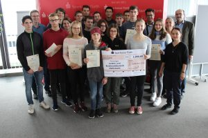 Zum 21. Mal veranstaltete das bayrische Kultusministerium den Landeswettbewerb Mathematik (LWMB), dessen Zielgruppe Schüler/-innen der Mittelstufe sind.